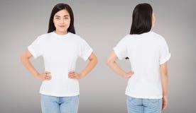 Opiniones traseras delanteras de la mujer asiática, coreana, china en la camiseta aislada en el fondo gris, plantilla, espacio en foto de archivo libre de regalías