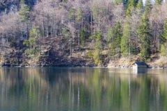 Opiniones y reflexiones del lago fotografía de archivo