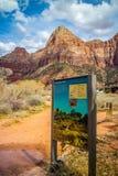 Opis deska dla ?ladu w Zion parku narodowym, Utah obrazy stock