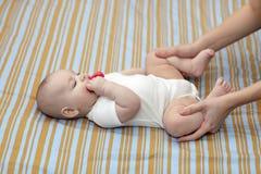 Opleiding van baby stock fotografie