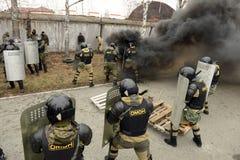 Opleiding van Russische politie Speciale Krachten swat stock foto's