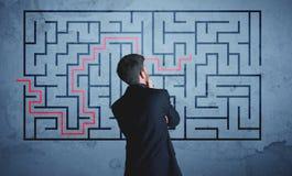 Oplossing van een labyrint stock afbeeldingen