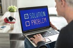 Oplossingsconcept op het laptop scherm royalty-vrije stock fotografie