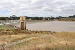 Opnametoren en de dienstbrug bij Malmsbury-Reservoir in Australië Stock Foto