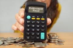 Opodatkowywa pobór pisać w Francuskim na kalkulatorze zdjęcia stock