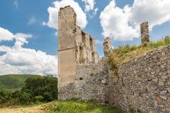 Oponice城堡废墟,斯洛伐克 免版税库存图片