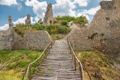 Oponice城堡废墟,斯洛伐克 图库摄影