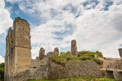 Oponice城堡废墟,斯洛伐克 免版税库存照片