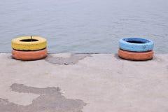 Opony dla łodzi na plaży obraz royalty free