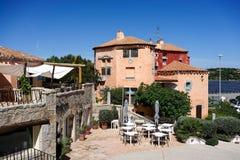 OPORTO CERVO, SARDINIA/ITALY - 19 DE MAYO: Café y barra en Oporto Cer Foto de archivo