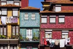 Oporto - edificios coloridos típicos de Ribeira Foto de archivo libre de regalías