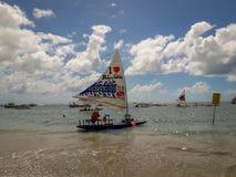 Oporto Galinhas, Pernambuco, el Brasil, el 16 de marzo de 2019 - gente que goza de la playa foto de archivo libre de regalías