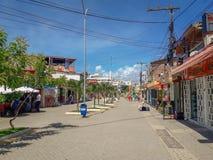 Oporto Galinhas, Pernambuco, el Brasil, marzo 16,2019: Gente el día soleado en la playa de Oporto Galinhas, gente que goza del so foto de archivo libre de regalías