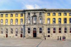 Oporto, Portogallo 12 agosto 2017 facciata di pietra del centro portoghese di fotografia nel quadrato chiamato martiri del Father Fotografia Stock