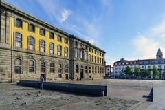 Oporto, Portogallo 12 agosto 2017 facciata di pietra del centro portoghese di fotografia nel quadrato chiamato martiri del Father Fotografia Stock Libera da Diritti