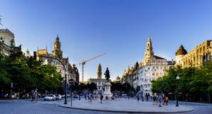 Oporto, Portogallo 12 agosto 2017: Punto di vista generale di Liberty Square nel centro della città con il monumento a re Dom Ped Immagine Stock Libera da Diritti