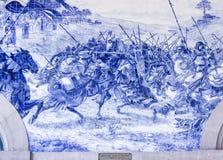 OPORTO, PORTOGALLO - 4 LUGLIO 2015: Pannello d'annata antico di Azulejos Immagini Stock Libere da Diritti