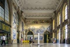 OPORTO, PORTOGALLO - 4 LUGLIO 2015: Pannello d'annata antico di Azulejos Immagini Stock