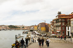 Oporto, Portugal: Cais (embarcadero) DA Ribeira Fotos de archivo