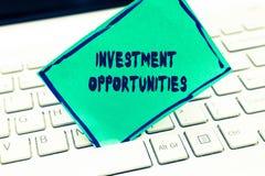 Oportunidades de investimento do texto da escrita da palavra Conceito do negócio para uma compra que tenha uma possibilidade ganh fotografia de stock royalty free