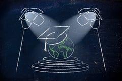 Oportunidades globales de la educación: mundo con el casquillo de la graduación debajo Fotografía de archivo