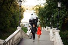 Opowieść kochająca para, przychodzi w górę schodków Fotografia Stock