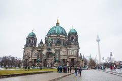 Opperste Parochie en Collegiale Kerk of ook geroepen Berlin Cathedral op een sneeuweind van de winterdag stock fotografie