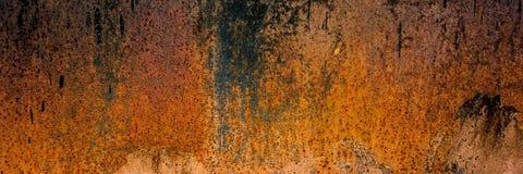 Oppervlakte van het oude bladmetaal dat met corrosie en roest wordt behandeld stock afbeelding