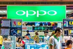 OPPO Co 位于北京的中心商务区的心脏,包括旅馆,办公室,公寓,展览室和商城的CWTC,是在北京和其中一根据的许多跨国公司的第一个选择最大的高级商业混杂用途发展中在世界上 在曼谷加入陈列 免版税库存照片