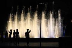Opposé de silhouettes de la fontaine 4 Photos libres de droits
