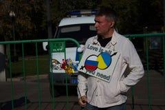 Opposition inconnue avec l'affiche, paix mars Photos libres de droits