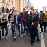 Oppositionledare Ilya Yashin och Alexei Navalny Fotografering för Bildbyråer