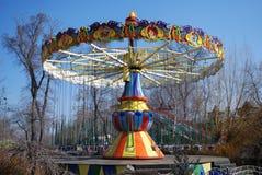 Opróżnia łańcuszkowego carousel na wczesnym wiosna dniu Obrazy Stock
