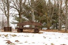 Opróżnia ławkę przy zima czasem Obrazy Royalty Free
