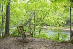 Opróżnia ławkę rzeką Obraz Royalty Free