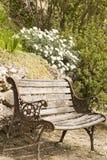 Opróżnia ławkę w wsi Obrazy Stock