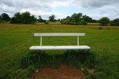 Opróżnia ławkę w wsi Fotografia Royalty Free