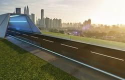Opróżnia asfaltową drogę z tunelem, greenfield i nowożytną miasto linią horyzontu, obraz royalty free