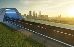 Opróżnia asfaltową drogę z tunelem, greenfield i nowożytną miasto linią horyzontu, obrazy royalty free