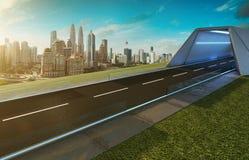Opróżnia asfaltową drogę z tunelem, greenfield i nowożytną miasto linią horyzontu, zdjęcia royalty free