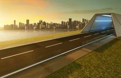 Opróżnia asfaltową drogę z tunelem, greenfield i nowożytną miasto linią horyzontu, obrazy stock