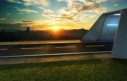 Opróżnia asfaltową drogę z tunelem, greenfield i nowożytną miasto linią horyzontu, fotografia royalty free