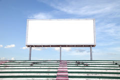 Opróżnia białego cyfrowego billboardu ekran dla reklamować w stadium obrazy royalty free