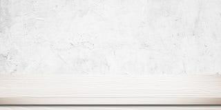 Opróżnia białego drewno stół nad białego cementu ścianą, rocznik, backgrou Obraz Stock