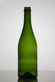 Opróżnia butelkę wino na białym tle Fotografia Stock