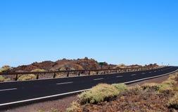 Opróżnia dwa pasów ruchu blacktop drogowego rozciąganie horyzont Obraz Stock
