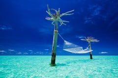 opróżnia hamaka laguny środek nad wodą Fotografia Stock