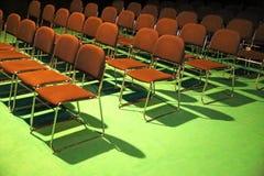 Opróżnia krzesła audytorium w kongres sala w rzędzie zdjęcie royalty free