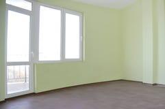 opróżnia niedawno malującego pokój zdjęcie stock