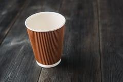 Opróżnia papierową filiżankę kawy Zdjęcia Stock